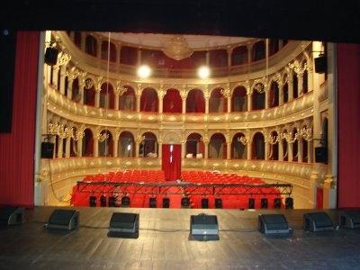 Teatro dia 26 de Abril